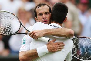 Stepanek Djokovic abrazo