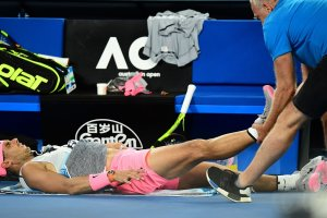 Rafa Nadal tratado por el fisio Open de Australia 2018