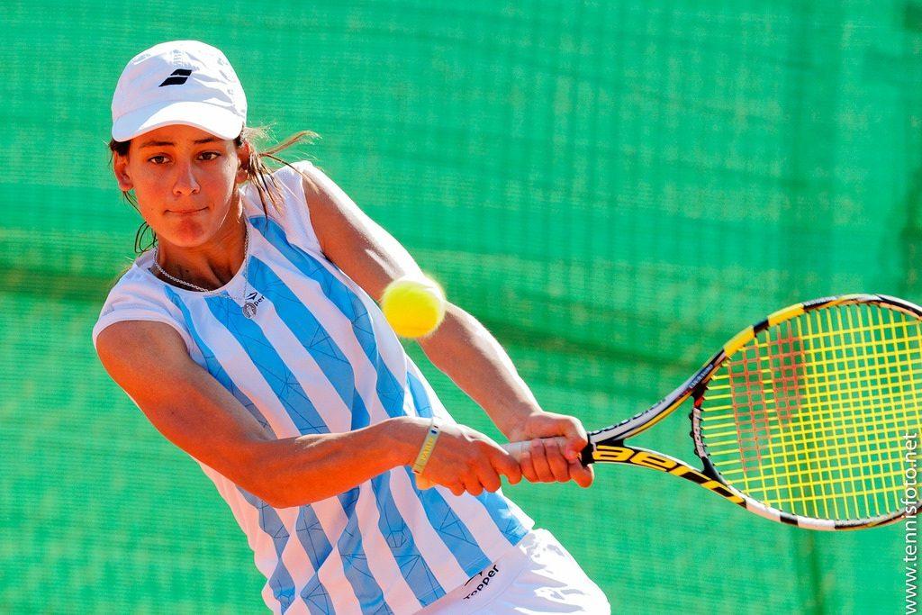 María Lourdes Carlé jugando un partido con Argentina