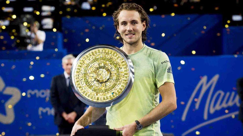 Lucas Pouille con el título del ATP de Montpellier