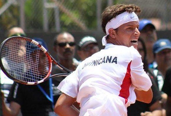 José Hernández Fernández jugando con República Dominica la Copa Davis