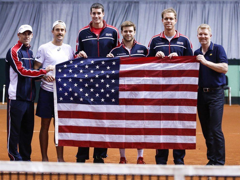 Estados Unidos posa tras ganar a Serbia en Copa Davis
