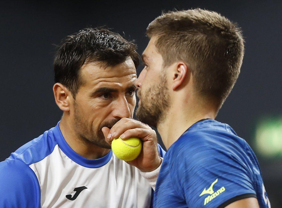 Mektic y Dodig en el partido de dobles con Croacia