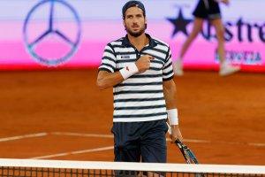Feliciano López se toca el pecho en el Mutua Madrid Open
