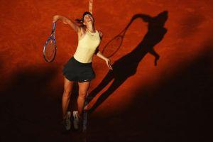 Sharapova sacando en el Masters 1000 de Roma