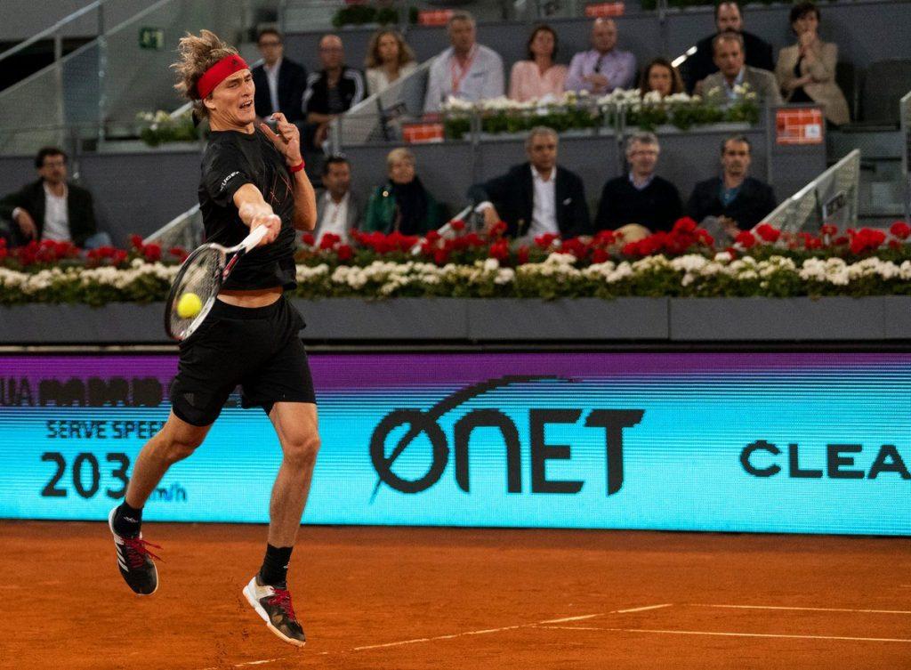 Alexander Zverev golpea una derecha en el Mutua Madrid Open