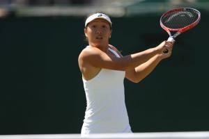 Claire Liu voleando en la fase previa de Wimbledon
