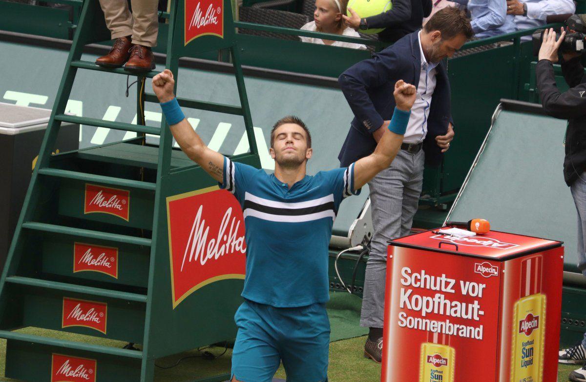 Coric celebra el título en la final del ATP de Halle