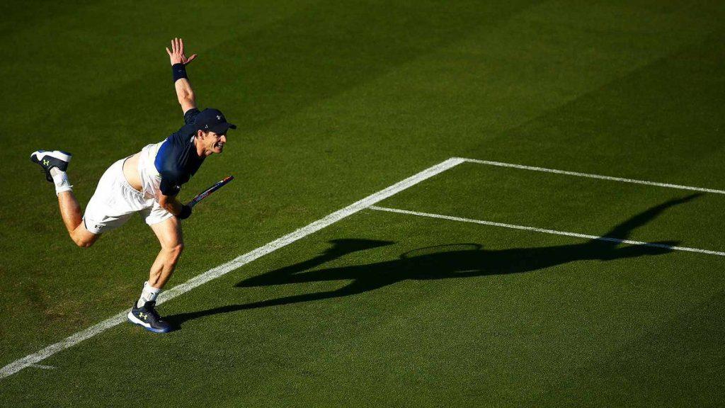 Andy Murray sacando en el ATP de Eastburne