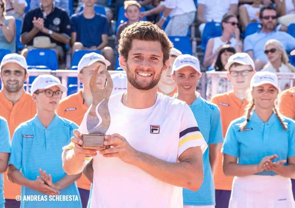 Pedro Sousa posa con el título en el Challenger de Pullach