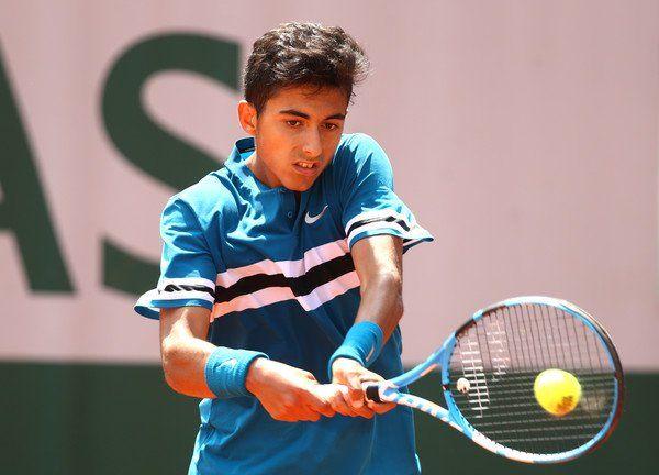 Nicolás Álvarez Varona disputando Roland Garros Junior
