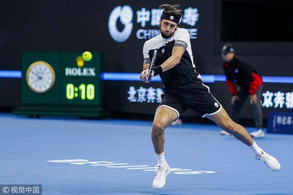 Basilashvili golpea un revés en la final del ATP de Pekín