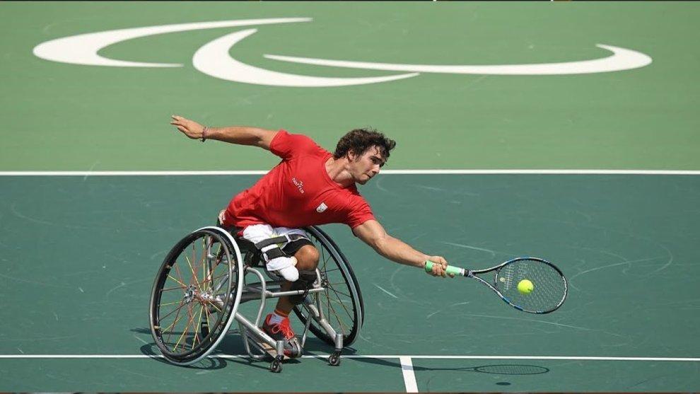 ayuda económica tenis silla
