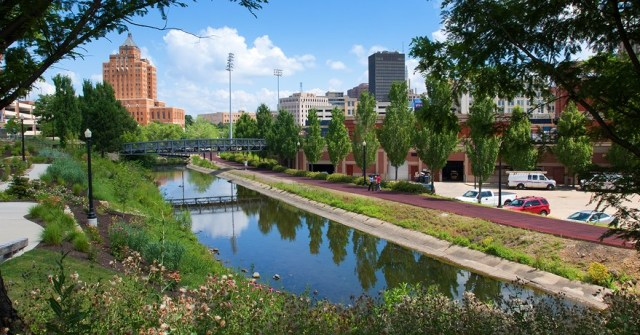 ohio-erie-canal-towpath-trail-in-downtown-akron-photo-by-bruce-ford-courtesy-summit-metro-parks