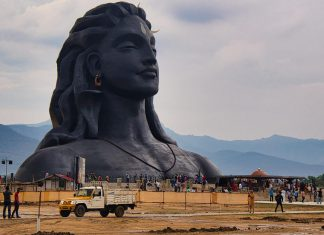 Maha Shivratri - Estatua Shiva Gigante India