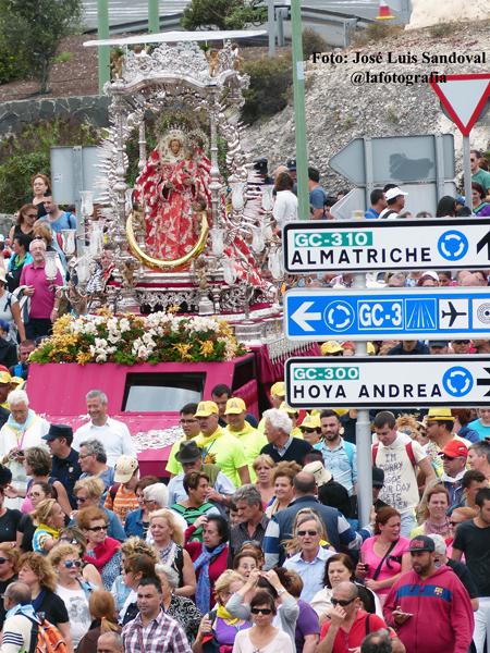 La virgen del Pino a su paso por Las palmas de Gran Canaria