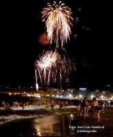 Fuegos artificiales y baño en Las Canteras, noche de San Juan 2014 Las Palmas