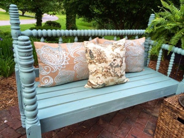 a bench out of a bed {A Junkchick Life}