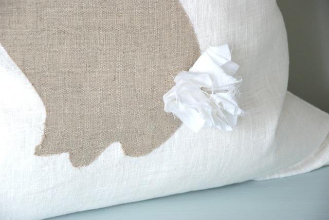 Easy DIY no-sew bunny silhouette pillow tutorial. So cute! https://canarystreetcrafts.com/