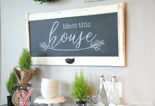 How to turn an old headboard into a chalkboard. So pretty and really easy to make! https://canarystreetcrafts.com/
