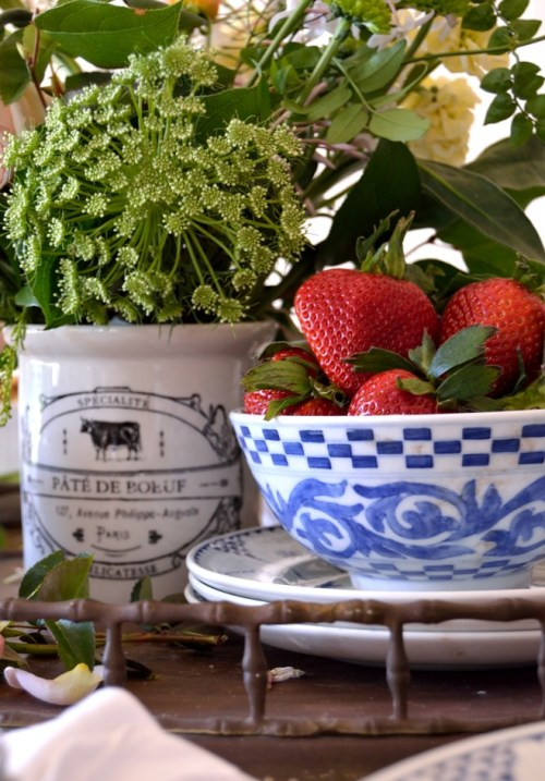 Blue And White Tablescape from Dancing Dog Cabin.  Featured at Your Turn To Shine link party #25 www.canarystreetcrafts.com
