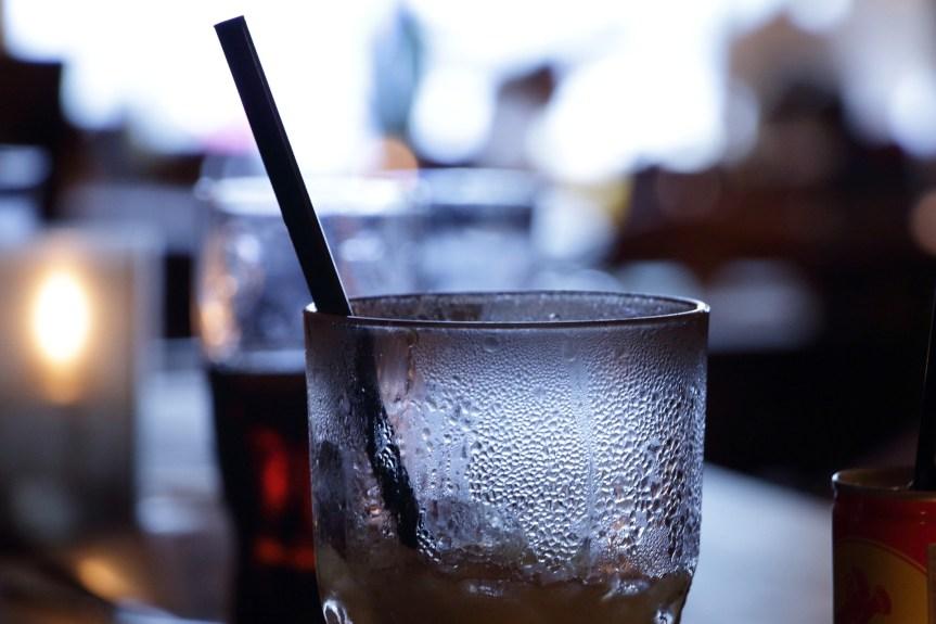 bar-1363007_1920