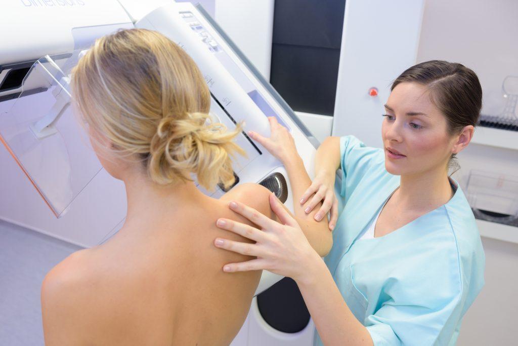 Delphine Remy fait sa mammographie