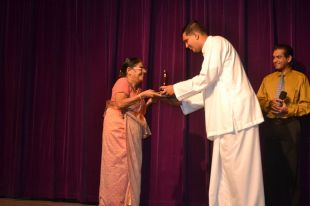 Prof.Indrani Munasinghe Receiving her trophy.