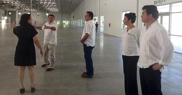 Juan Carlos González inspección el Lakám Center