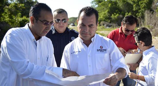 Rafael Castro entrega lotes