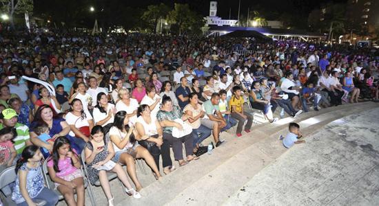 Carlos Joaquin Cozumel gente
