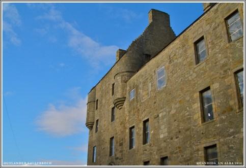 Blue skies over Lallybroch.