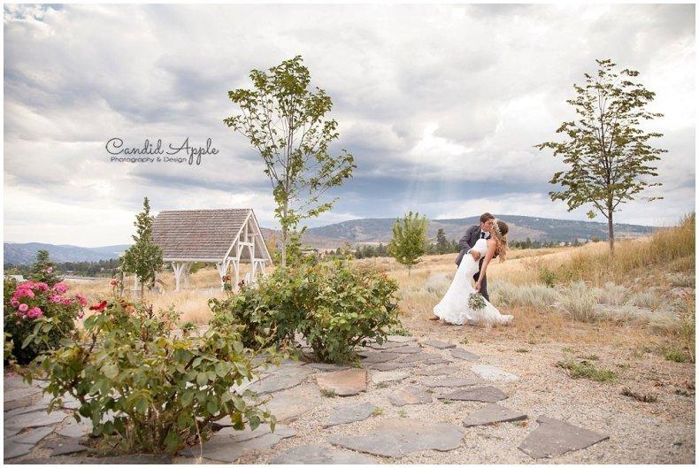 Sanctuary_Garden_West_Kelowna_Candid_Apple_Wedding_Photography_0096