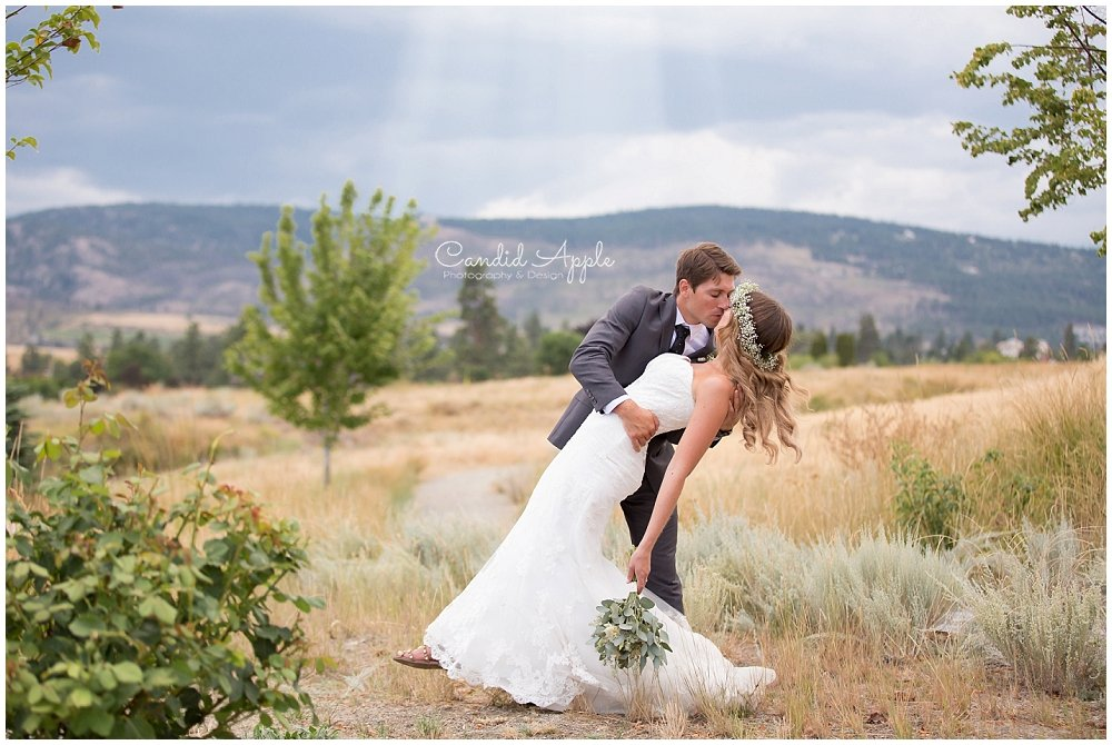 Sanctuary_Garden_West_Kelowna_Candid_Apple_Wedding_Photography_0098