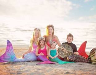 give-gift-sun-tails-mermaid-tail-flippers-holiday-season-giftguide2017