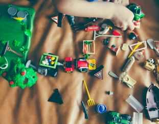 mastering-art-keeping-toddlers-amused