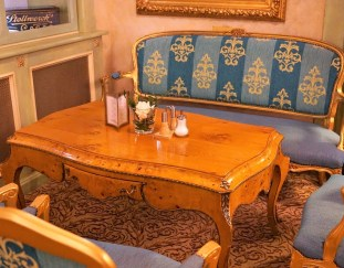 picking-the-right-antique-table