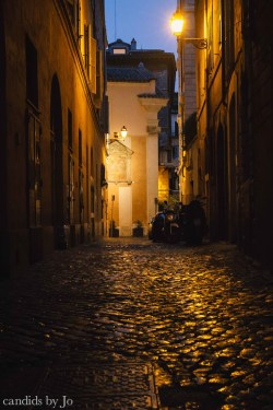 May_2013_Rome_night_street-