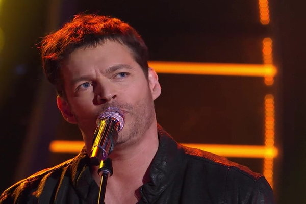 """Watch American Idol season 15 judge Harry Connick, Jr. perform his single """"I Do Like We Do"""" during his Thursday, March 3rd performance on Idol."""