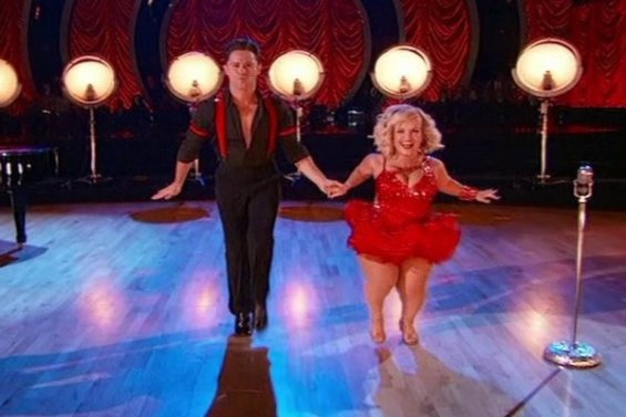 See Terra Jole of Little Women: LA and her partner Sasha Farber wow the judges, the crowd and all of us at home with their jazzy jive! It was phenomenal!
