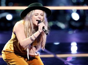"Watch The Voice Season 11 Episode 14, The Knockouts Part 3 Videos: See Darby Walker rock the voice stage with her amazing rendition of Florence + The Machine's hit song """"Shake It Out"" on Monday, October 31, 2016."