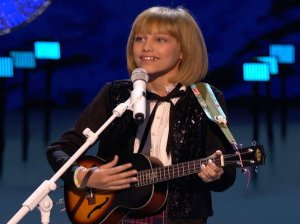"""America's Got Talent season 11 winner Grace VanderWaal has been inspiring people of all ages since she won the contest in September! The talented teen with the beautiful voice wowed the crowd with her rendition of the Christmas classic """"Frosty the Snowman"""" earlier this evening on the America's Got Talent Holiday Spectacular. Be sure to watch the video below to see her amazing performance."""