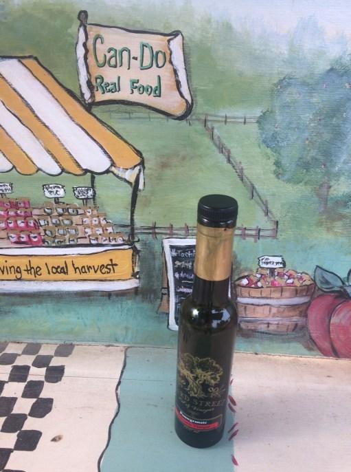 pom balsamic vin bench