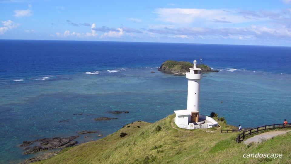 石垣島の灯台と海の美しい景色