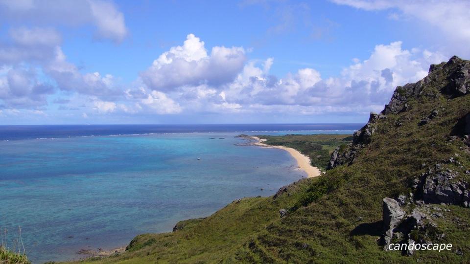 石垣島でサンゴの海が見える平久保崎灯台