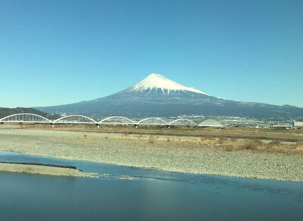 新幹線から見える富士山。富士川から