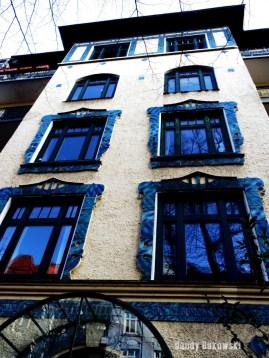 Blaue Stunde Hausfassade