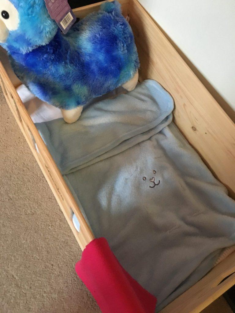 Lionel Snuggle Buddy Adorable Alpaca in Baby Crate