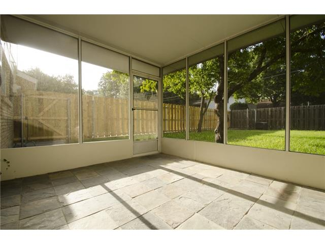 Awesome screened porch!