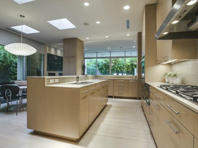 6035 Tulip Kitchen 2